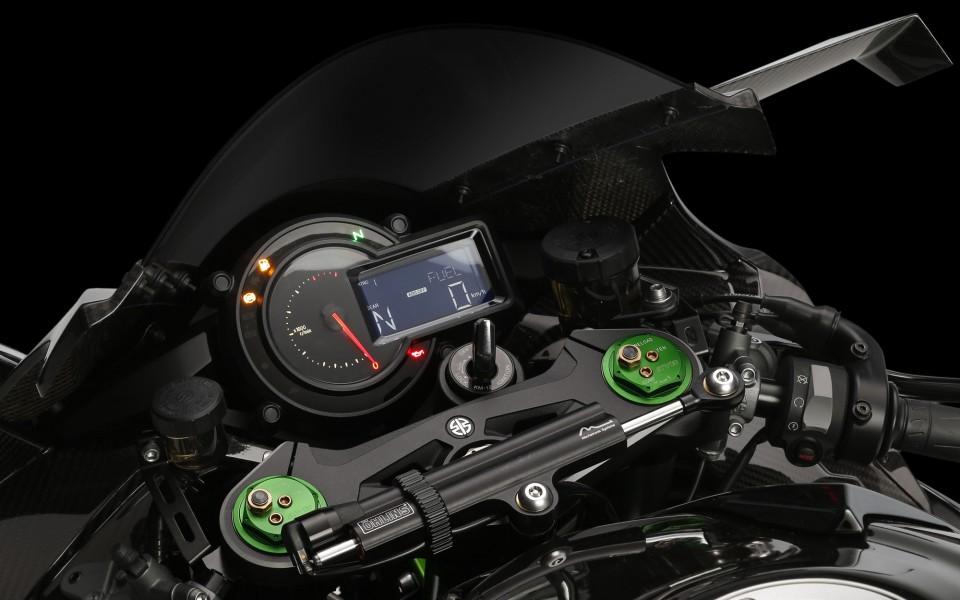 Nach Jahrzehnten Greift Kawasaki Wieder Die Kompressortechnik Beim Motorrad Auf Und Feuert Zum Einstand Gleich Aus Allen Rohren Bei Der Uberirdischen H2 R